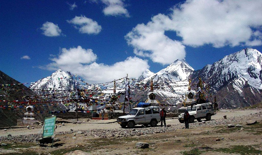 Kunzum_Pass_between_Lahaul_&_Spiti_28-6-04