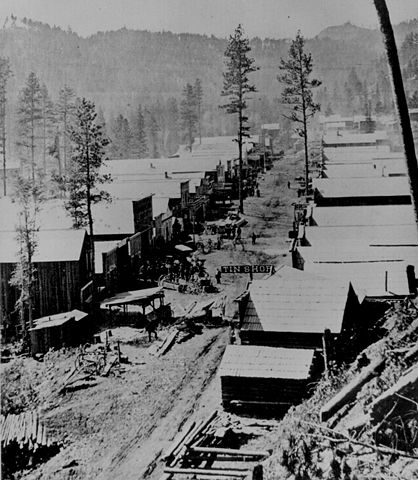 Deadwood, South Dakota in 1876. Home to many famous gamblers, including Poker Alice. Image via Wikipedia User: BlankFaze.