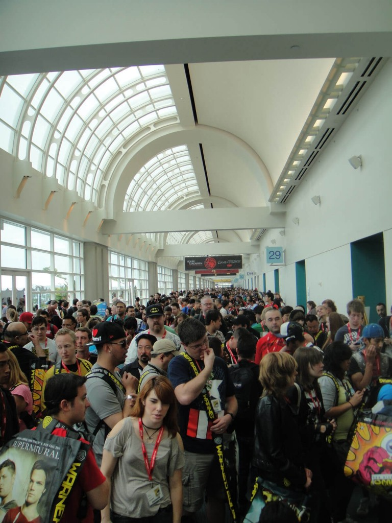 San_Diego_Comic_Con_2011_-_waiting_for_exhibition_hall_to_open (1)